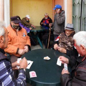 Възрастните хора с пенсии до 369 лева ще получат пари за хранителни продукти