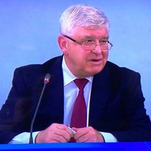 Здравният министър разреши семинарите и изложенията