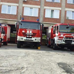 Лек автомобил изгоря край Невша, огнеборци от Нови пазар гасиха и пожар в апартамент