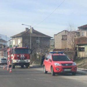 Огнеборци спасиха възрастна жена от горяща къща в Шумен