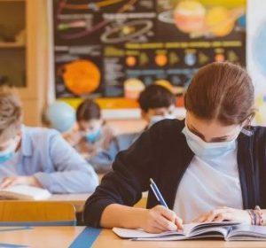 Очаква се днес да бъде обявено кои ученици се връщат в класните стаи от понеделник