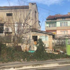 Печка на твърдо гориво подпали къща в Шумен