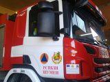 Пламъци в стая и горяща кола гасиха огнеборците в събота