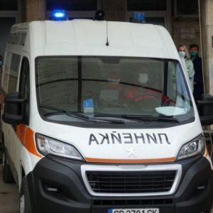 Сирена на линейка в паметта на починали от COVID-19 лекари
