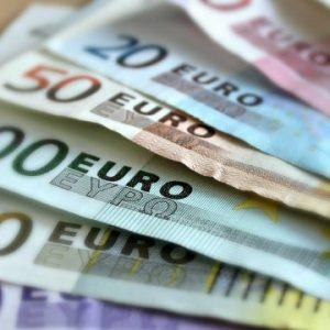 Солидна сума от фалшиви евра бе иззета от полицията в Шумен след като мъж от монтанско се опита да ги обмени