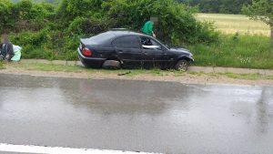 БМВ в канавка