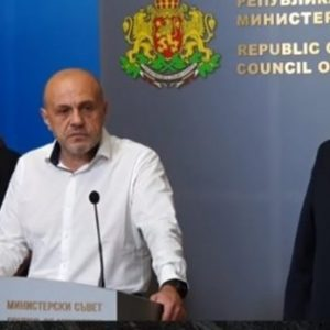 Вицепремиерът Дончев: Президентът поиска цялата власт сега и безконтролно