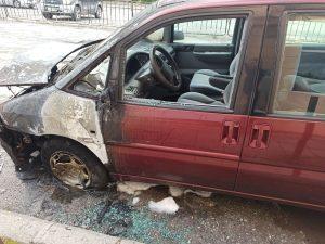 Късо съединение изпепели кола в Шумен