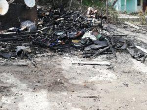 Къщата, в която изгоряха заключени две малки деца