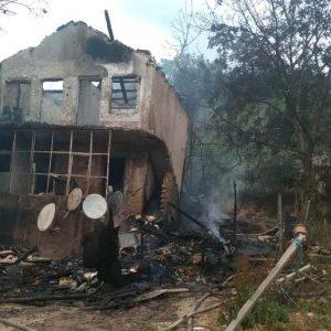 Майката на загиналите в пожара деца ги заключила, отишла да напои коня