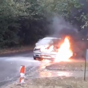 """Пежо"" изгоря на шуменска улица"