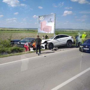 Пътничка счупи таз при верижна катастрофа край село Васил Левски