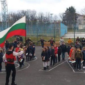 """С флашмоб възпитаниците на СУ """"Сава Доброплодни"""" отбелязаха 3-ти март"""