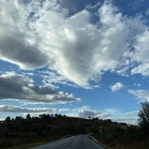 Слънце на север, облаци и дъжд на юг