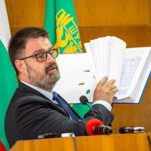 Съветник иска временна комисия за водата, кабинет, кола и 20 000 за хонорари